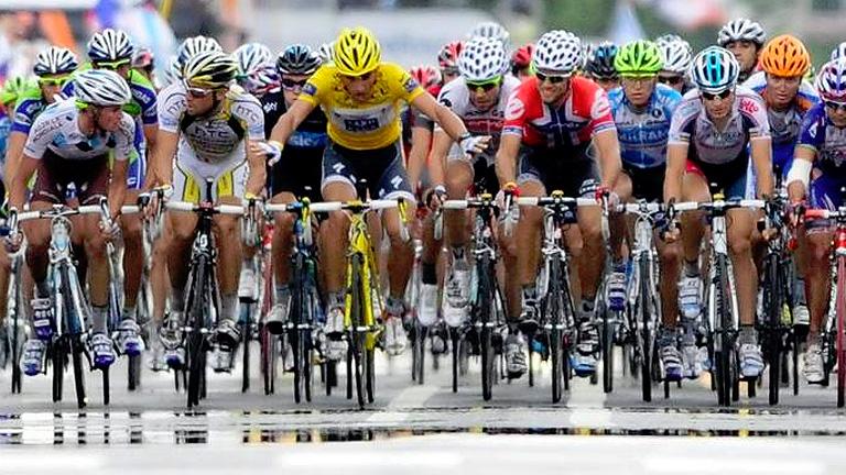 El debate de parar o no parar vuelve a la Vuelta