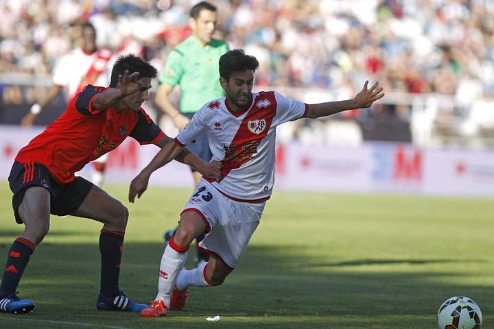 El delantero español del Rayo, Alberto Bueno, en el partido contra la Real