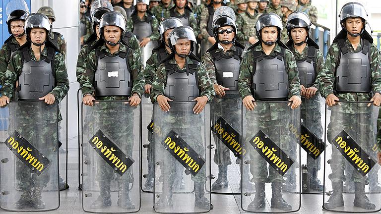 El Ejército corta las calles para impedir manifestac