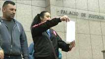 Ir al VideoDenuncian al alcalde de Sestao por negarse a empadronar a inmigrantes