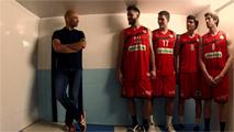 ¿Es Lobato igual de alto que los jugadores de baloncesto?