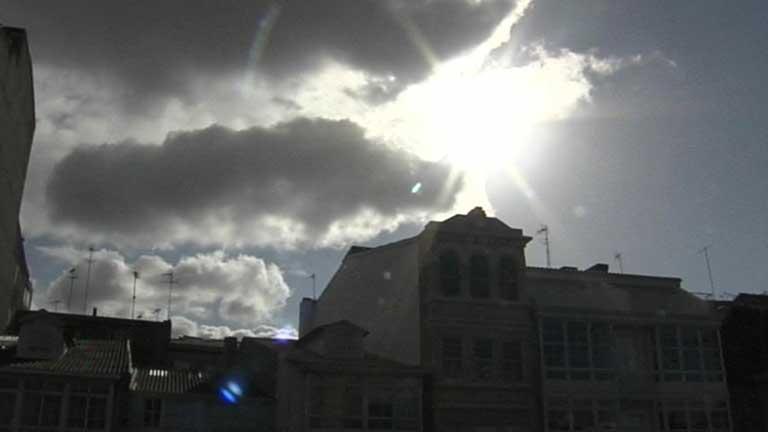 Viento fuerte en el Ampurdán y Alborán con descenso de temperaturas