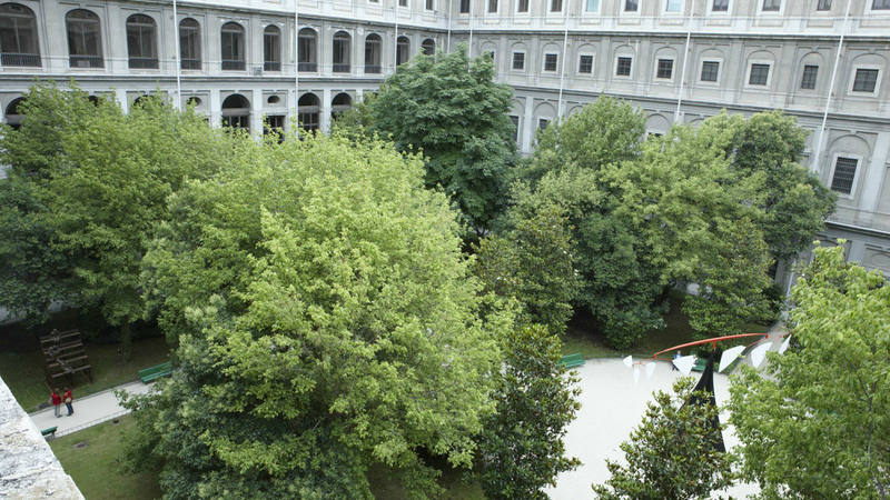 Vive el d a de los museos en el reina sof a con 17 horas for Jardines sabatini conciertos