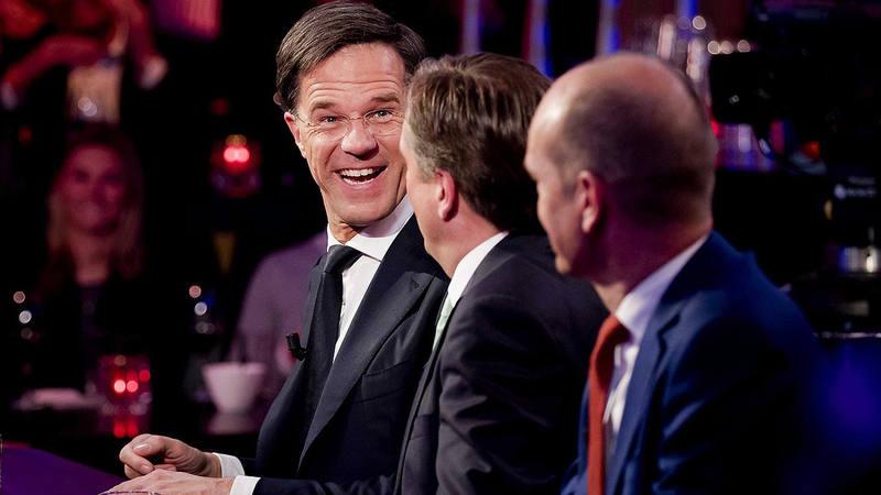 Desde la izquierda, Mark Rutte, Alexander Pechtold y Gert-Jan Segers participan en un programa televisivo