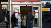Ir al VideoEl desempleo desciende en todos los sectores, salvo en agricultura