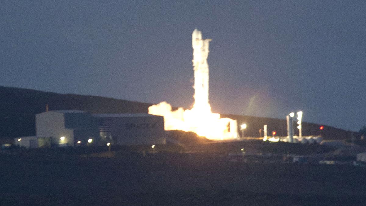 Ir al VideoDespega con éxito Paz, el primer satélite español de observación de la Tierra