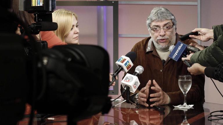 El destituido presidente de Paraguay, Fernando Lugo, reunirá este lunes a un gabinete para restaurar la democracia