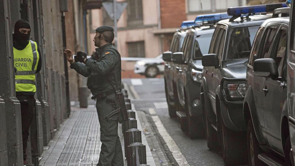 Detenido en bilbao un hombre de origen argelino por su for Cerrajeros bilbao 24 horas