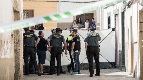 Ir al VideoDetenido un hombre como presunto autor de la muerte de su pareja en Cáceres