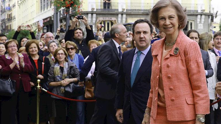 Dos Reinas en el centro de Madrid apoyando a Cruz Roja