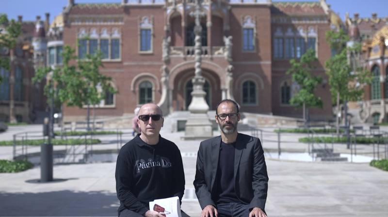 El director de 'Página Dos', Óscar López, junto al escritor Gabi Martínez