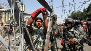 En Egipto el tribunal constitucional ordena la disolución del parlamento