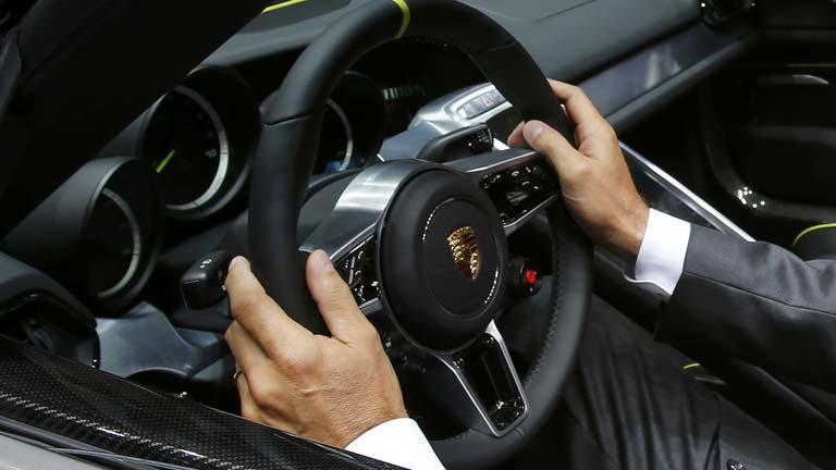 La música es, para ocho de cada diez conductores, la principal distracción al volante