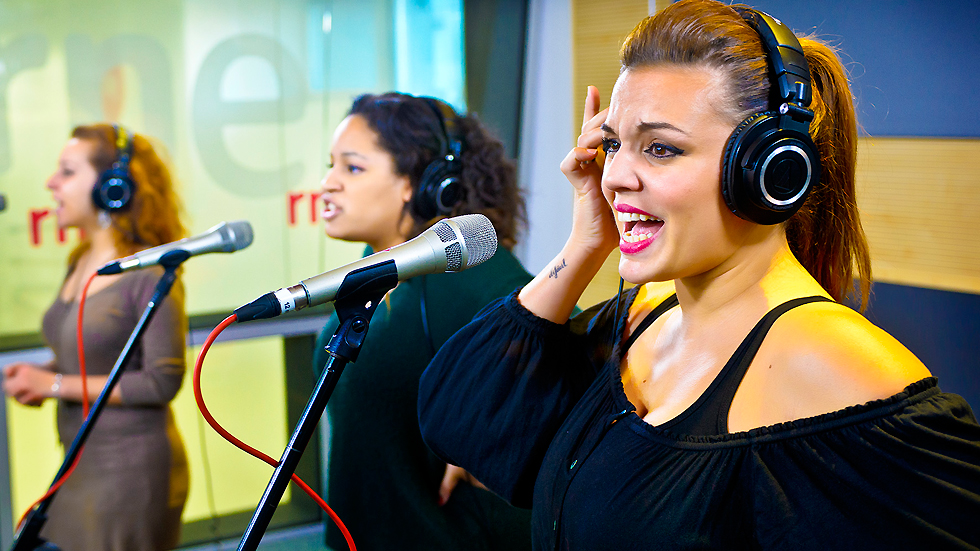 """Las mañanas de RNE - Las divas de 'Priscilla' cantan """"It's raining men"""""""