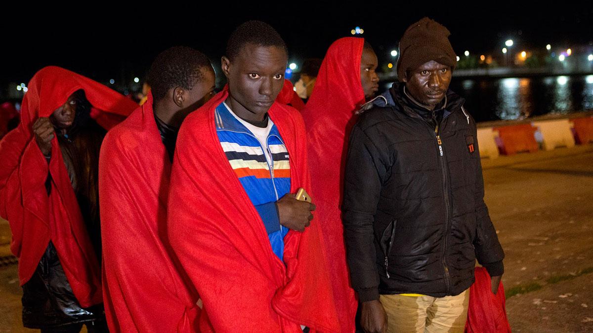 Ir al VideoDoce migrantes muertos y otros once desaparecidos en un rescate en el mar de Alborán