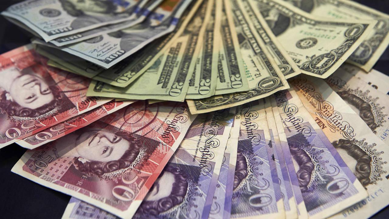Dólares estadounidenses y libras esterlinas