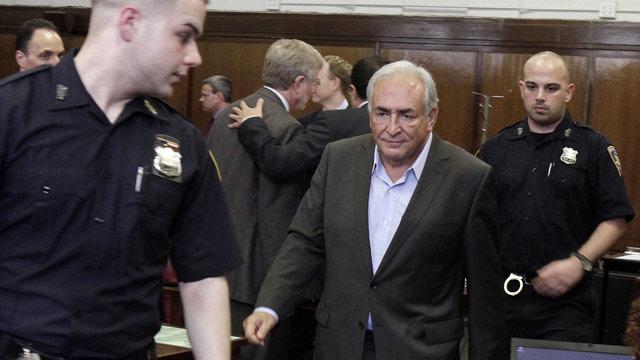 Dominique Strauss-Kahn queda en libertad bajo fianza de un millón de dólares