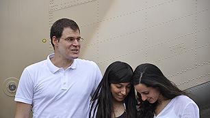 Los dos cooperantes liberados en Mali llegan a España