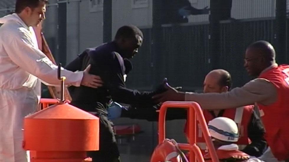 Detenidos dos cameruneses por arrojar al mar a diez inmigrantes de la patera en la que viajaban