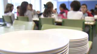 La Xunta de Galicia rescinde el contrato a dos empresas por servir comida en mal estado en comedores escolares