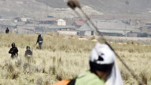 Dos muertos en enfrentamientos entre policía y campesinos en el sur de Perú