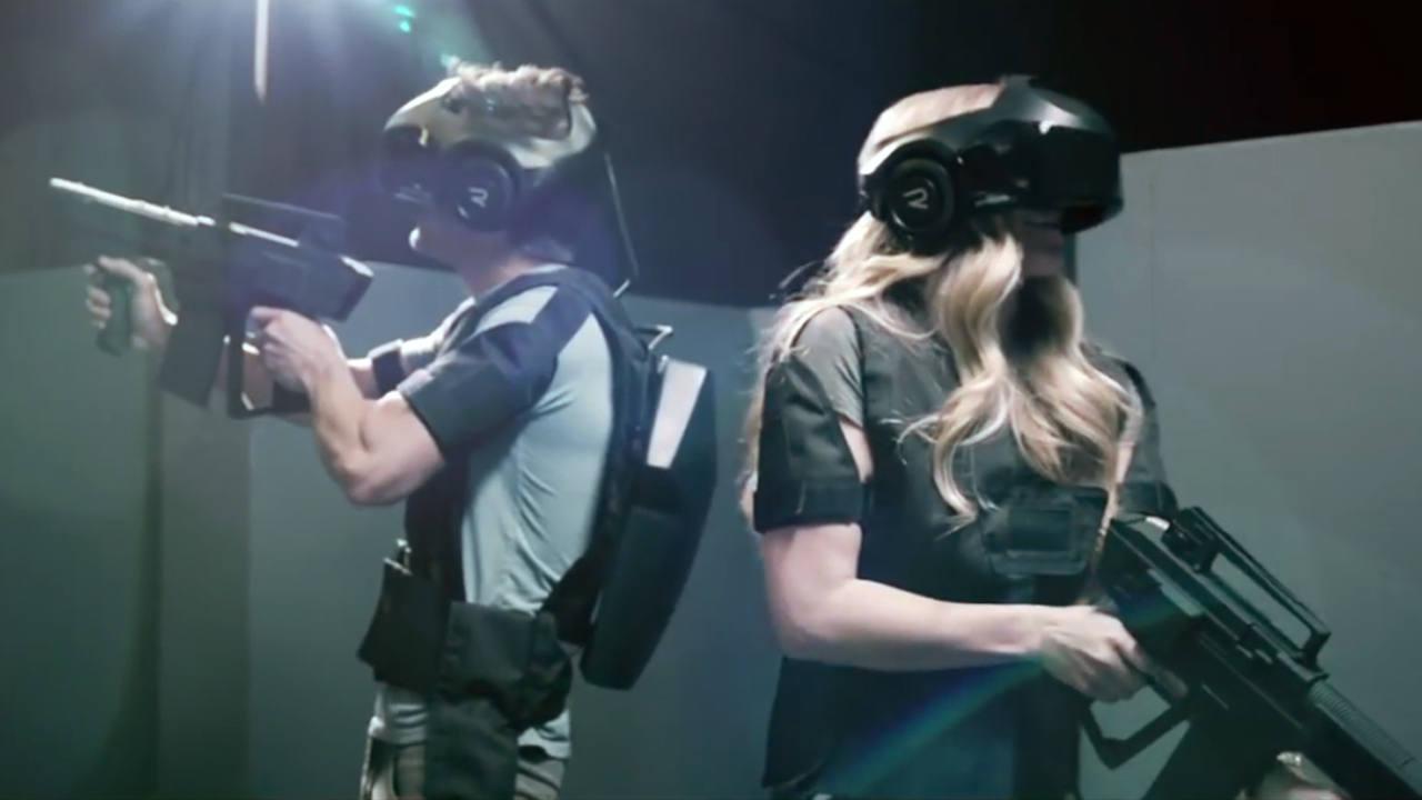 Dos usuarios probando el entorno de realidad virtual del centro 'The Void'