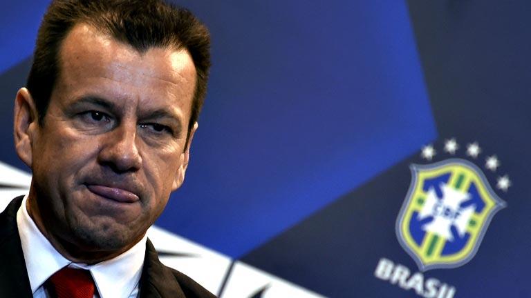 Dunga, nuevo seleccionador de Brasil, lanza un dardo a Neymar