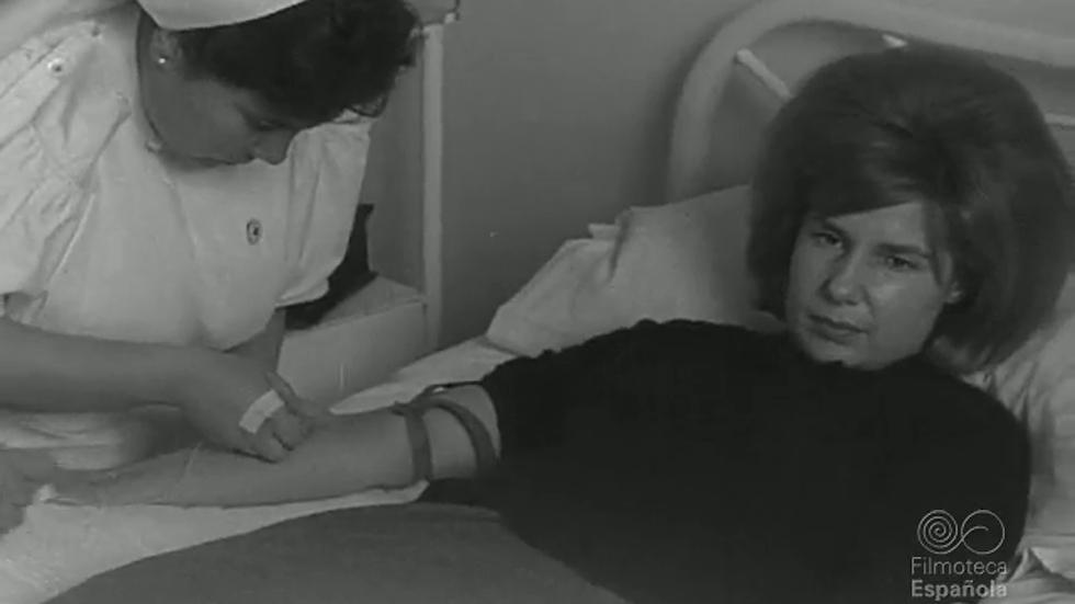 La duquesa de Alba, donante de sangre (1962)