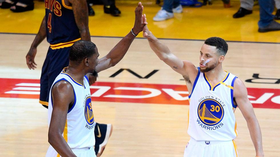 Durant y Curry pueden con James e Irving