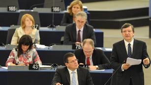 Durao Barroso explica en el Parlamento Europeo las conclusiones de la cumbre europea
