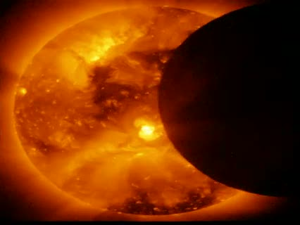 El eclipse solar a vista de satélite