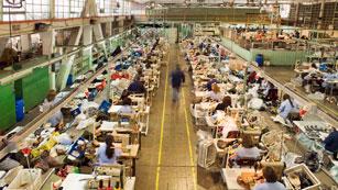 La economía cayó un 0,3% en el primer trimestre, con lo que se confirma su entrada en recesión