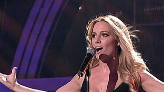 Edurne canta 'Amanecer' en 'La Alfombra Roja Palace'