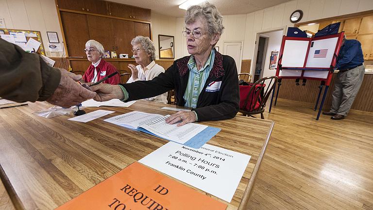 EEUU vota en jornada tranquila en la que demócratas pueden perder el Senado