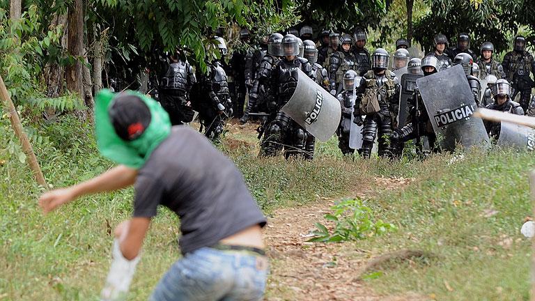 El Ejército colombiano retoma su posición en el Cauca pero negociará con los indígenas
