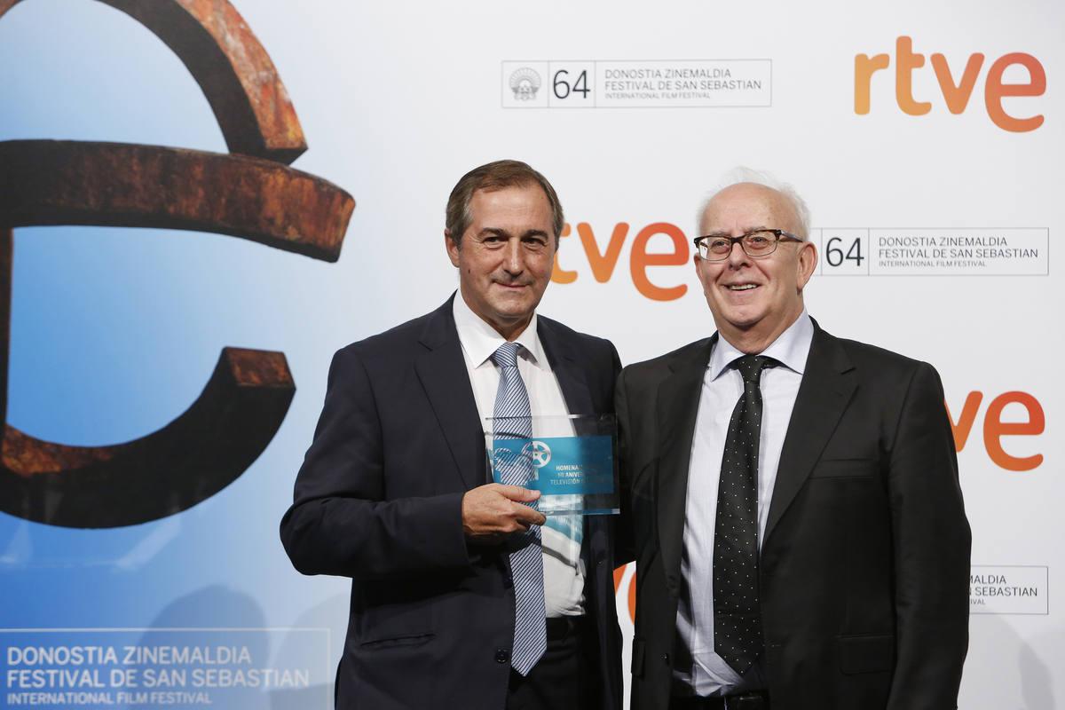 Eladio Jareño recoge el reconocimiento de FAPAE por el apoyo de TVE al cine español