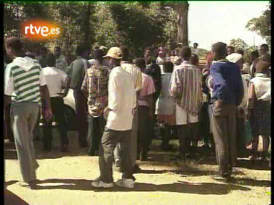 Imágenes de la jornada electoral del 27 de abril de 1994 en Sudáfrica