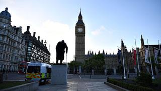 Las elecciones británicas arrojan un Parlamento sin mayoría y una primera ministra más débil