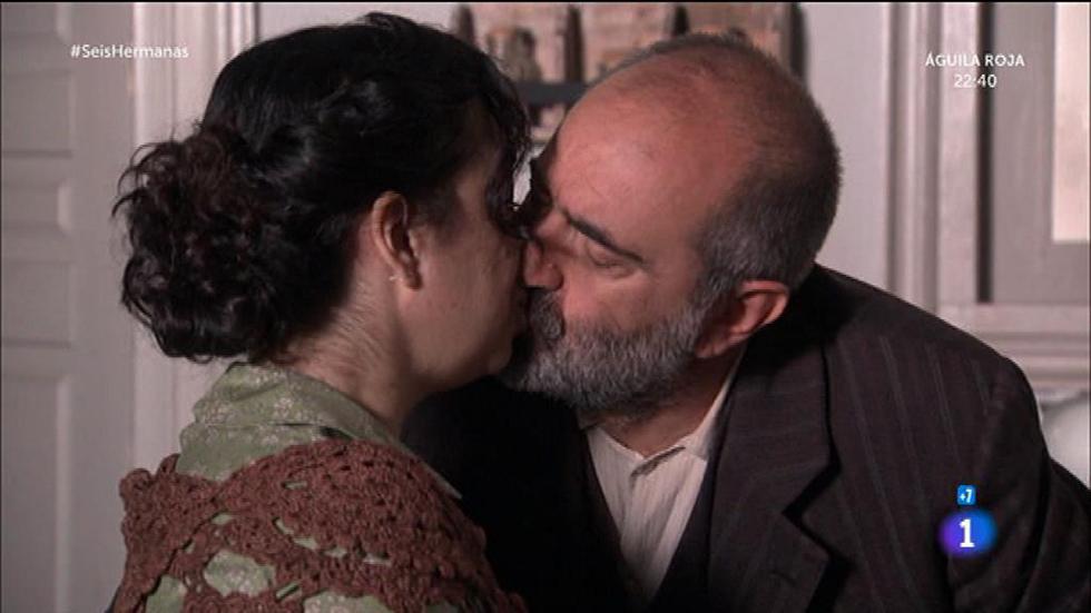 Seis Hermanas - Elpidia le planta un beso a Benjamín y éste le sigue