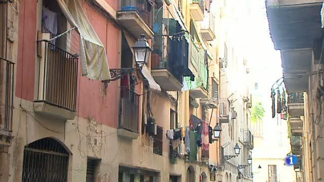 Els veïns del barri del Raval de Barcelona denuncien un augment  de les pressions per marxar dels seus pisos de lloguer