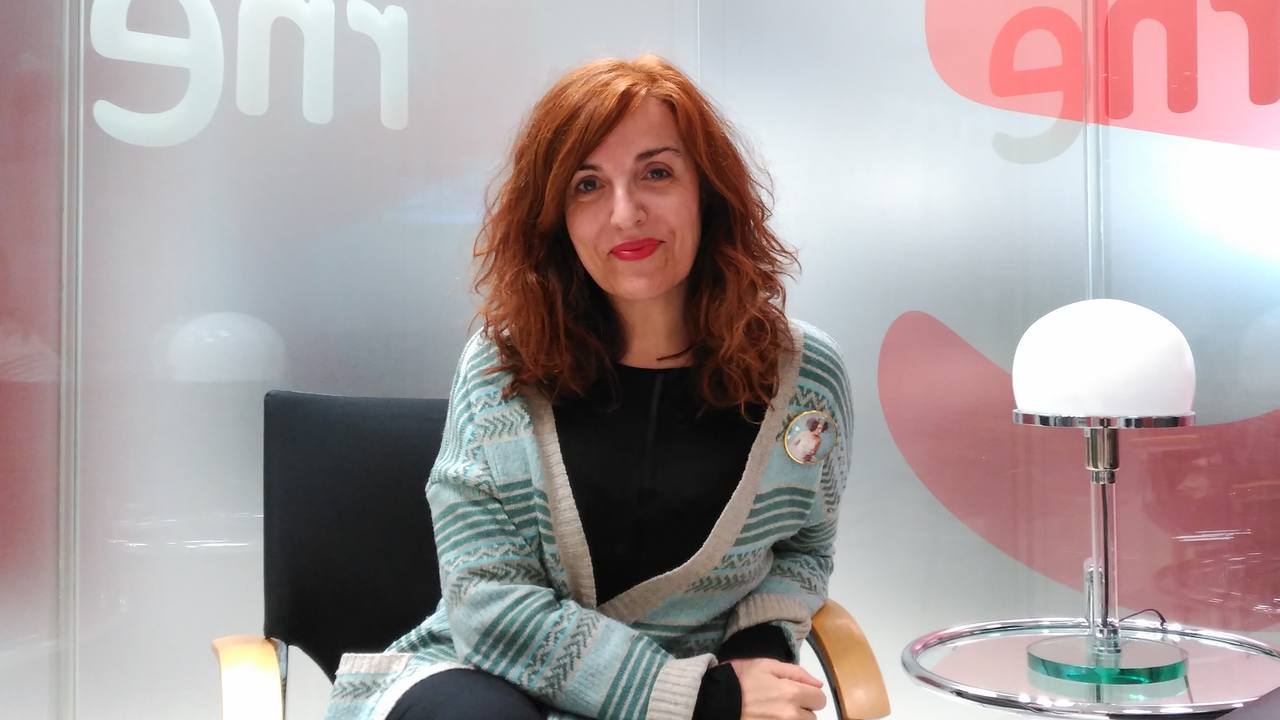 Elvira Lindo antes de la entrevista en 'Las mañanas de RNE'