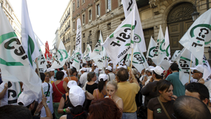 Empleados públicos se manifiestan frente al Ministerio de Hacienda