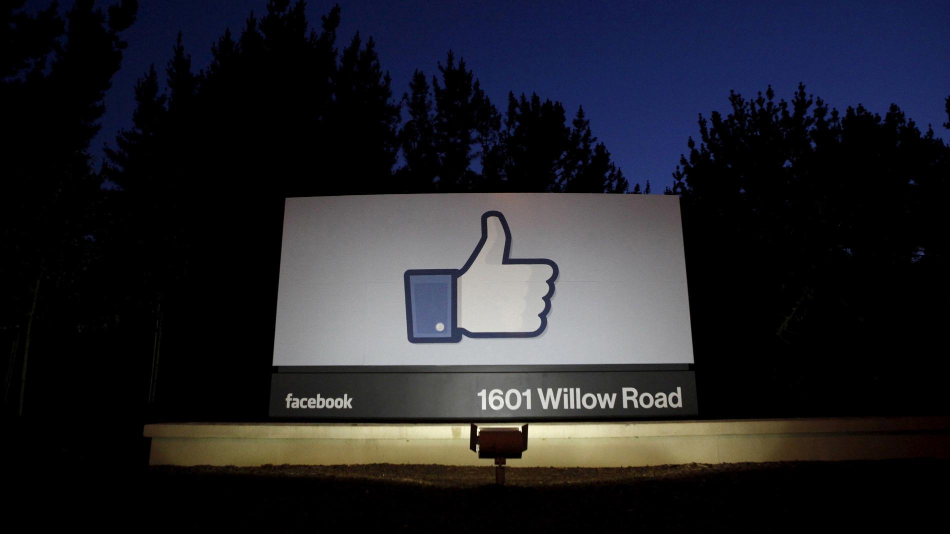 Ir al VideoUna empresa compró datos de Facebook de 50 millones de usuarios