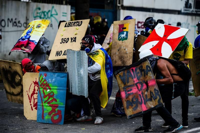 Al menos dos muertos y más de 260 detenidos durante la huelga general contra Maduro
