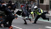 Enfrentamientos entre la policía y manifestantes contrarios a Trump