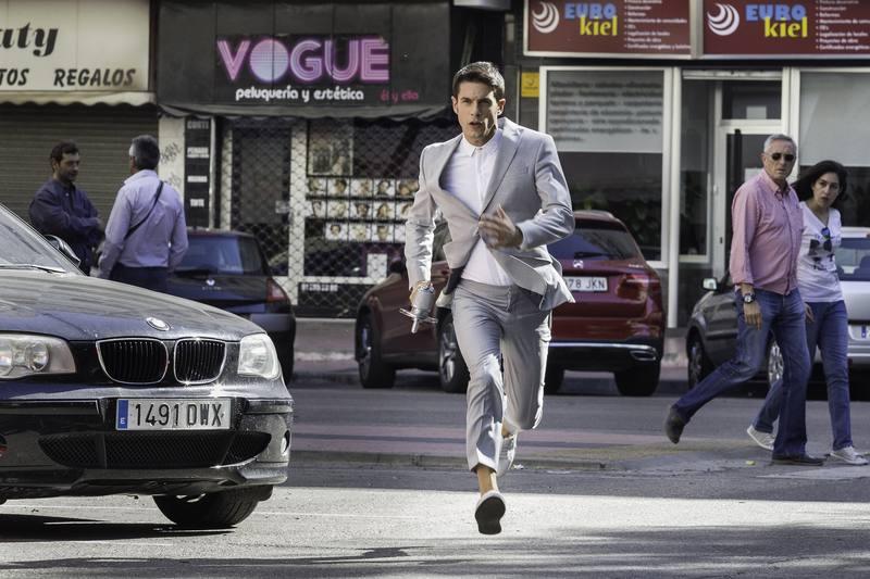 El enlace persigue a un extraño por las calles de Madrid