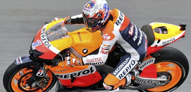 El piloto australiano de MotoGP Casey Stoner, durante los entrenamientos para el Gran Premio de Alemania