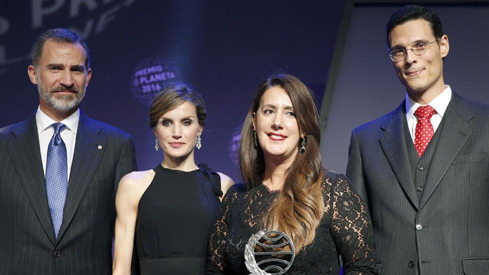 Entrevista en el Canal 24 Horas a la ganadora y al finalista del Premio Planeta