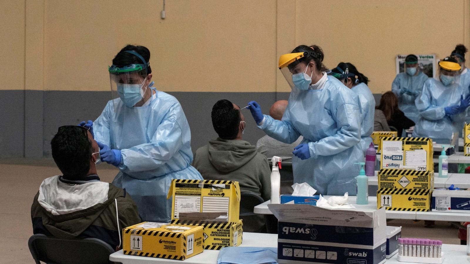 """Ir al VideoEl epidemiólogo López Acuña cree que el Gobierno se ha """"apresurado"""" al permitir la llegada de viajeros sin medidas desde Reino Unido y otros países"""