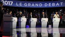 Ir al VideoLos escándalos de Fillon y Le Pen protagonizan el debate de los once candidatos al Elíseo